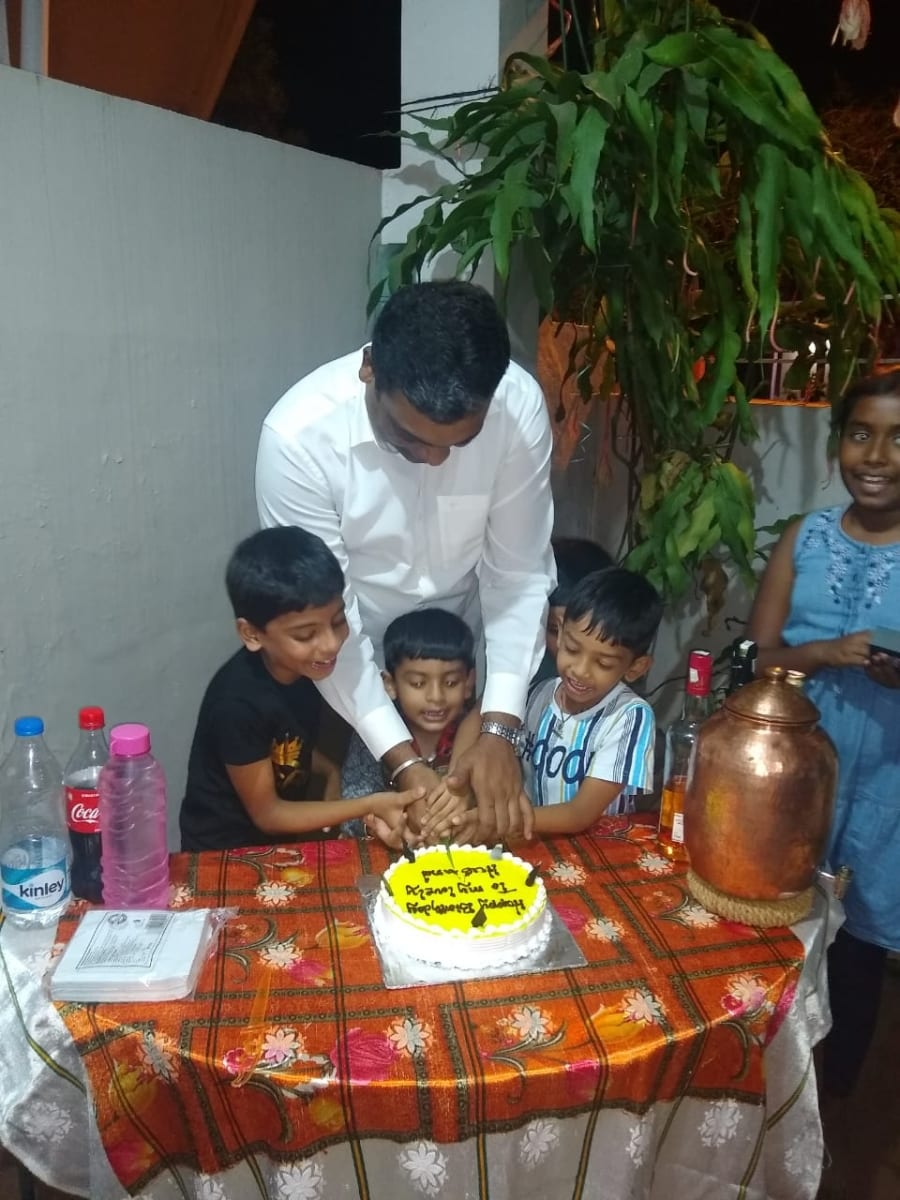 Dinesh celebrated his 39th birthday
